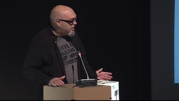 Ilustrafic 2. Conferencia de Nikolas Burrows, presentada por Miguel Ángel Giner. Auditorio Alfons Roig, BBAA, UPV, Valencia.