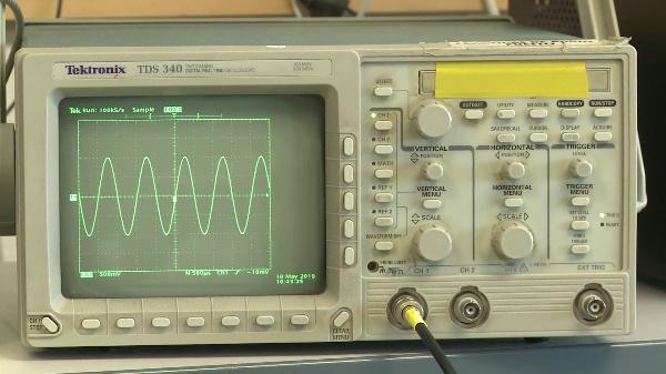 Visualización y medida del espectro de una señal simple con el osciloscopio TDS 340