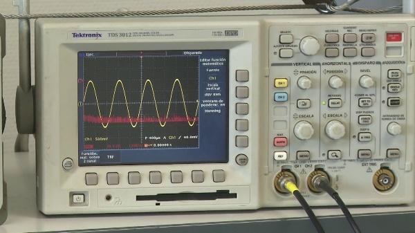 Visualización y medida del espectro de una señal simple con el osciloscopio TDS 3012