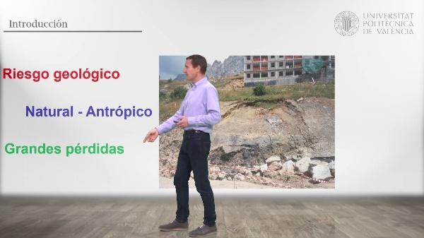 Estabilidad de taludes en roca por rotura cuneiforme