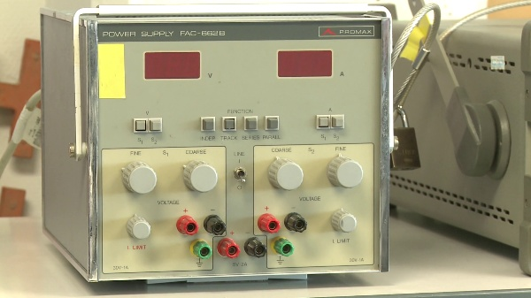 Manejo de la fuente de alimentación doble PROMAX FAC-662B