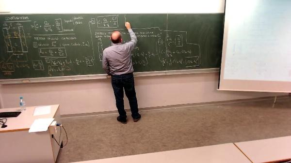 Física 1. Lección 7. Asociación condensadores en serie