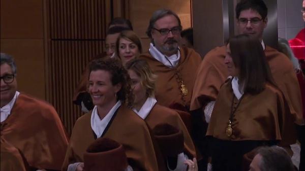 Acto de apertura de curso académico 2017-2018, de investidura como doctor honoris causa del Dr. Francisco J. Mojica y de investidura de nuevos doctores y doctoras
