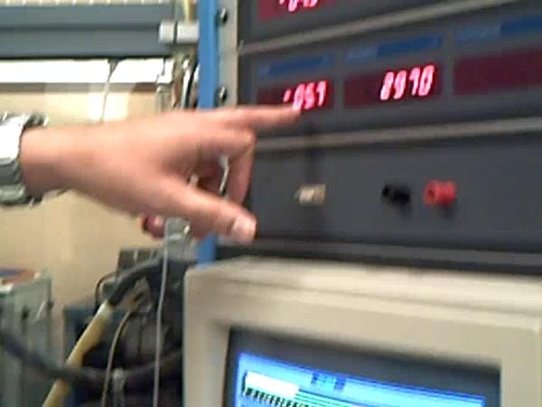 Demostración de ensayo de un motor de combustión interna alternativo en banco de pruebas docente