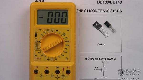 Multímetro digital. Ganancia del transistor bipolar