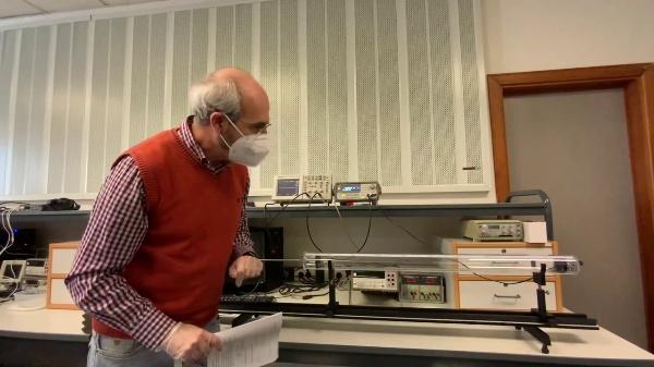 Acustica. Determinación de la velocidad del sonido mediante resonancias en el tubo de KUNDT cerrado