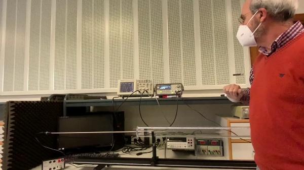 Acustica. Amplitud de resonancias en el tubo de KUNDT cerrado