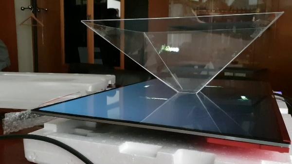 Proyector óptico piramidal