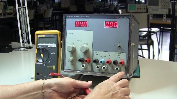 Instrucciones para el manejo de una Fuente de Alimentación de Laboratorio de Electrónica
