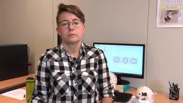 PHOTOMEDAS: Capelina o malla codificada para medición craneal 3D