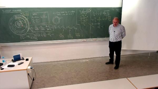 Física 1. Problema conductores cargados 2. Capacidad equivalente