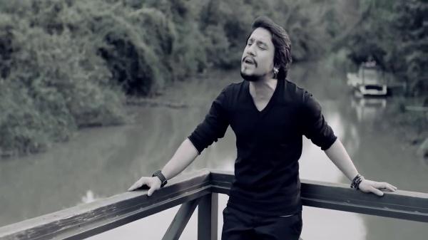 Música pop turca: Irfan Özata - Tuhaf Geliyor