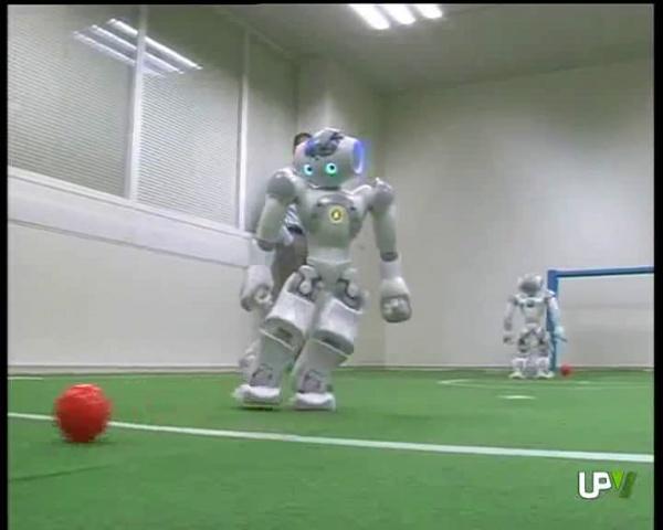 Entrenamiento robots NAO Robocup 2011  UPV Noticias