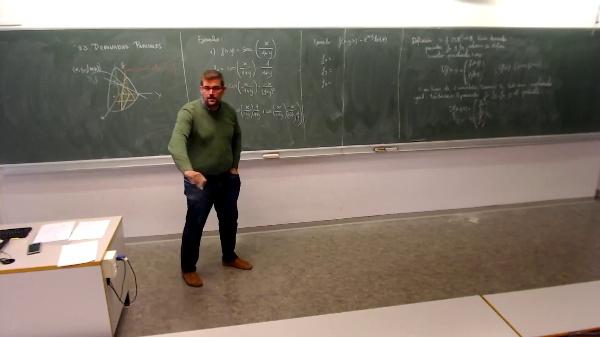 Matemáticas I-28-15-Ejemplo Calcular el vector gradiente