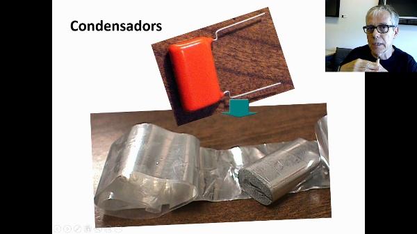 Efecte de l'aïllant en el condensador