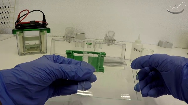 Montaje para preparar un gel de poliacrilamida