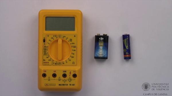 Multímetro digital. Comprobación de pilas