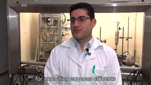 Proceso catalítico para la conversión de biomasa en combustibles líquidos