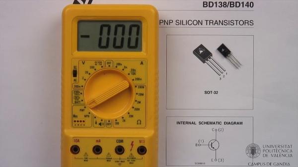 Multímetro digital. Ganancia del transistor bipolar.