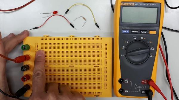 Conceptos básicos. Montaje de circuitos. Medida de tensiones y corrientes DC