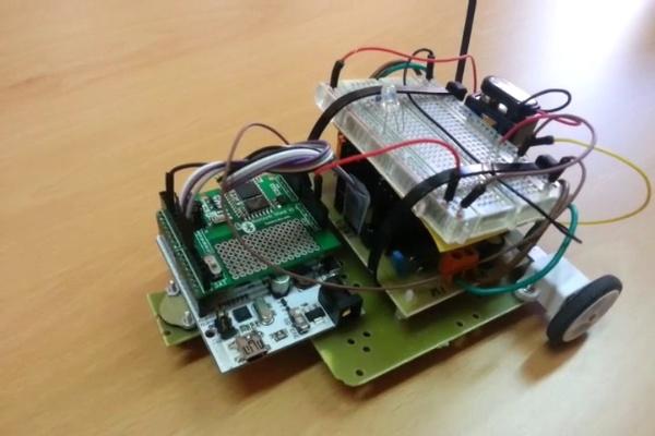 Arduino. Bluetooth + PWM. Prototipo de coche