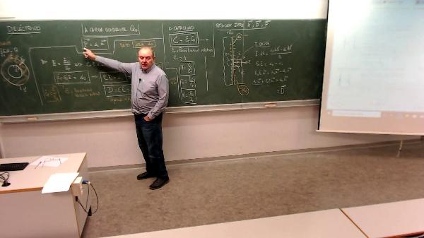 Física 1. Lección 7. Dieléctricos, relación campo eléctrico, vector desplazamiento y polarización