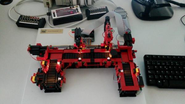 Automatización de dos líneas de mecanizado FisherTechnik