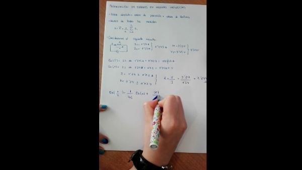 Propagación del error en el cálculo de la resistencia de un circuito en serie.