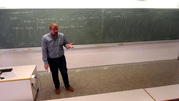 Matemáticas I-19-7-Ejemplo integral por partes exponencial por el seno