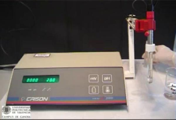 Calibratge del pH-metre model Crison Micro pH 2000