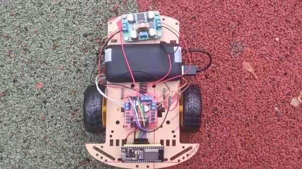 Robot Autobalanceado Controlado por Reconocimiento de Gestos - Feria Tecnológica CEFIRE Abril 2021