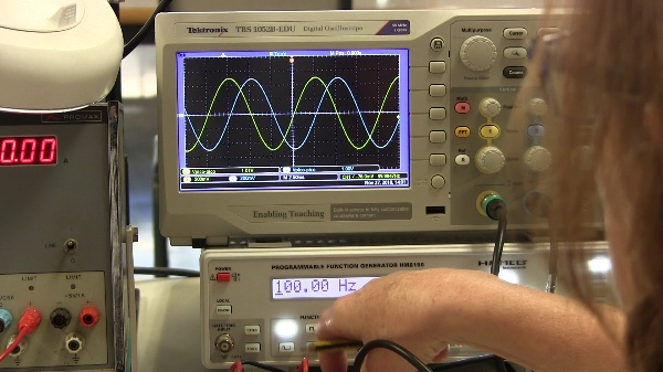 Medida experimental de la frecuencia de corte de un amplificador