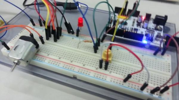 Arduino. Práctica motores. Control por PWM de un motor de continua.