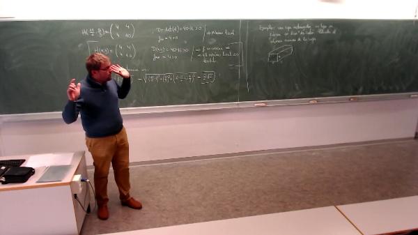 Matemáticas I-32-2-Ejemplo Calcular el volumen máximo de la caja