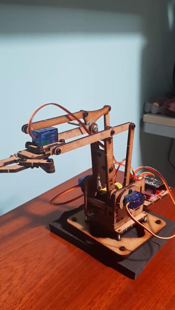 Proyecto final: control de ejes individuales (robot)